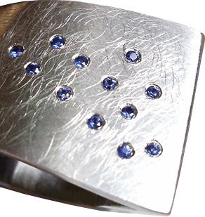 "Ring ""Sattel"", Stahl, 12 Safire blau"