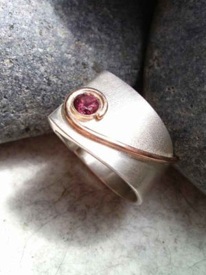 "Ring ""Ensemble"" Sattel"
